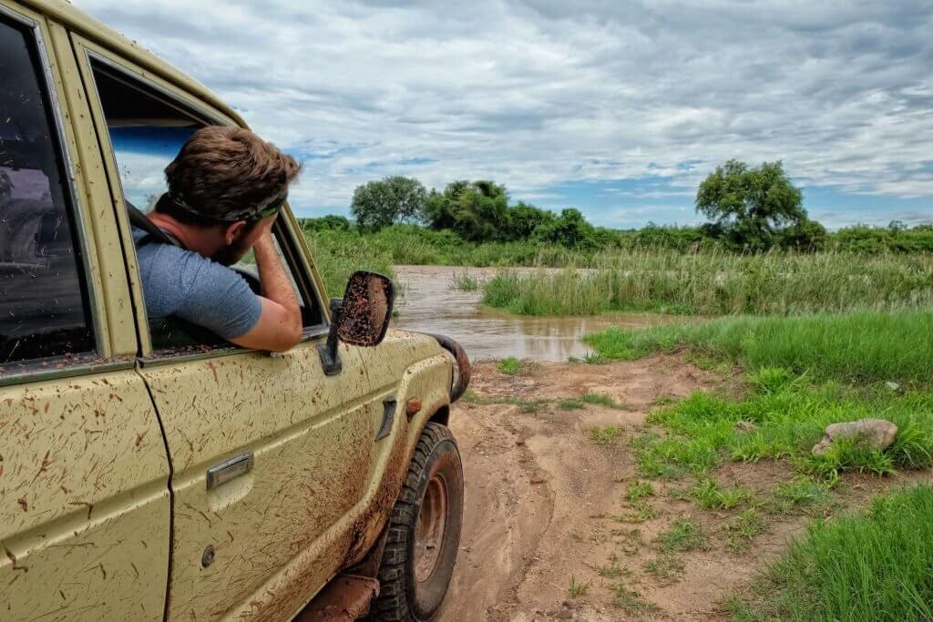 is it safe to visit zimbabwe