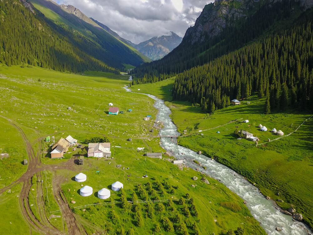 trekkking tian shan mountains